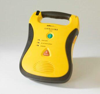 Lifeline Semi-Automatic Defibrillator with Standard Capacity